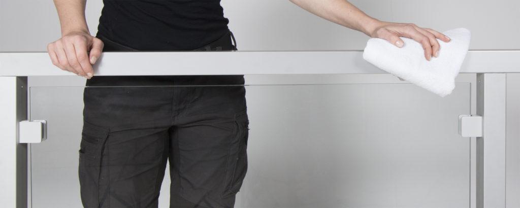 Entretien des garde-corps en verre, en acier inoxydable, en aluminium et en bois