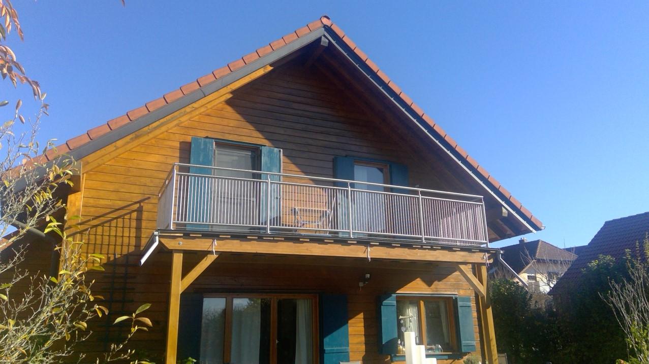 Garde-corps en acier inoxydable avec barreaux verticaux au balcon