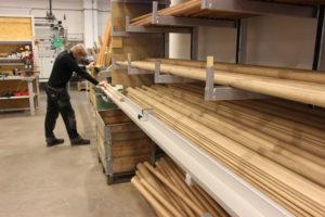 Découpe des mains-courantes en bois