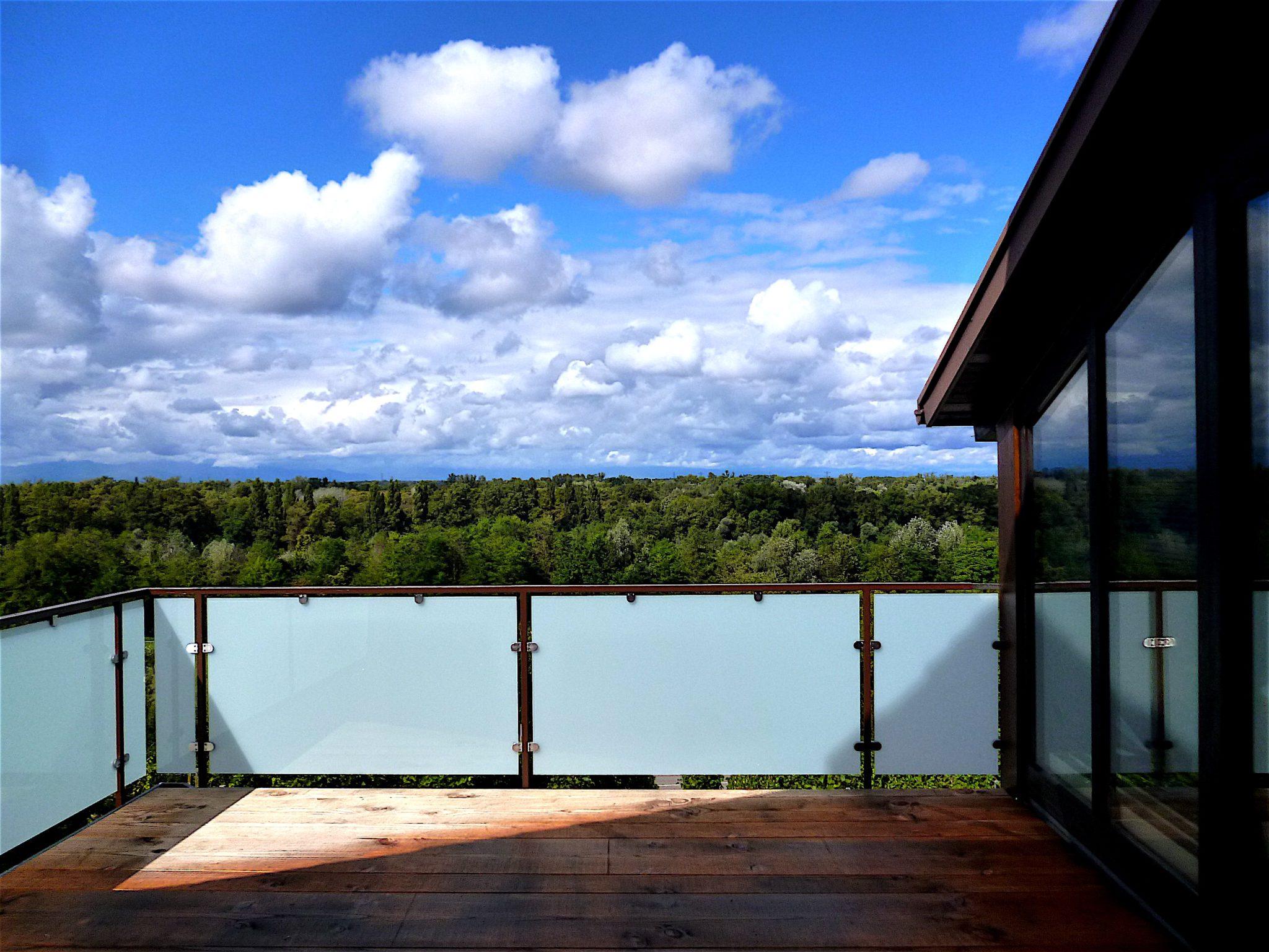 Brise vue verre pour terrasses et balcons maisondugarde - Brise vue en verre pour terrasse ...