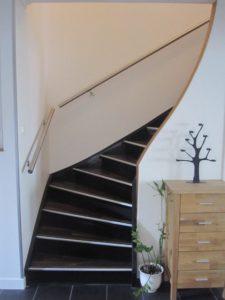 Rampe d'escalier en métal avec embouts bombés