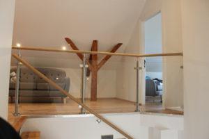 Garde-corps d'intérieur en verre. Rambarde et main-courante  pour escalier.